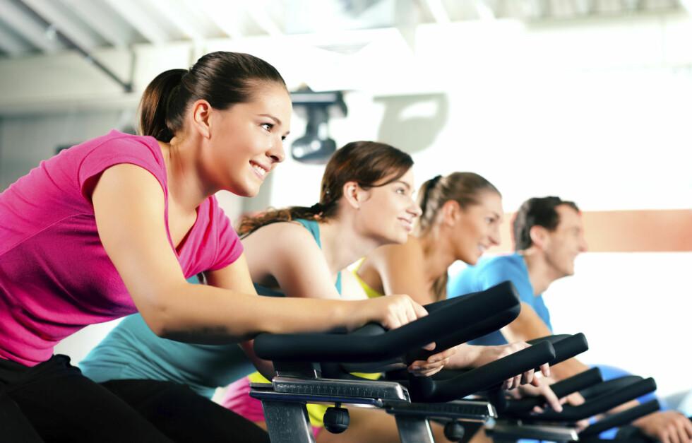GLEM KALORITELLINGEN: Teller du kalorier når du trener - og ikke forstår hvorfor du alltid er sulten, eller ikke går ned i vekt? Tallene du får, kan være helt feil. Foto: Thinkstock.com