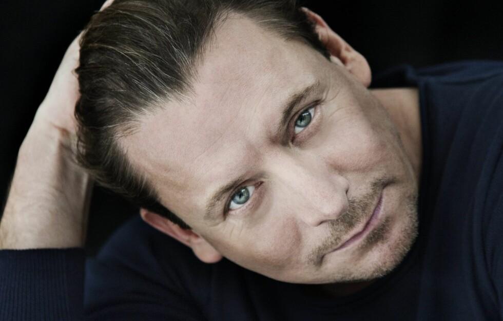 KJEKK KAR: Anders W. Berthelsen slo igjennom som playboy i TV-serien Taxi. Nå venter hele Norge på hva som skjer med ham i Forbrytelsen. KK møtte ham. Foto: Tom Lindboe
