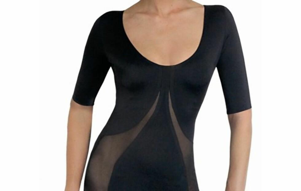 HOLD IN TIL ARMER, MAGE OG RYGG: Her er siste nyhet fra makeoverguruene Trinny & Susannahs shapewear-kolleksjon - nemlig hold in-toppen som strammer opp rygg, mage og ikke minst - underarmene (grevinnehenget).  Foto: Produsenten