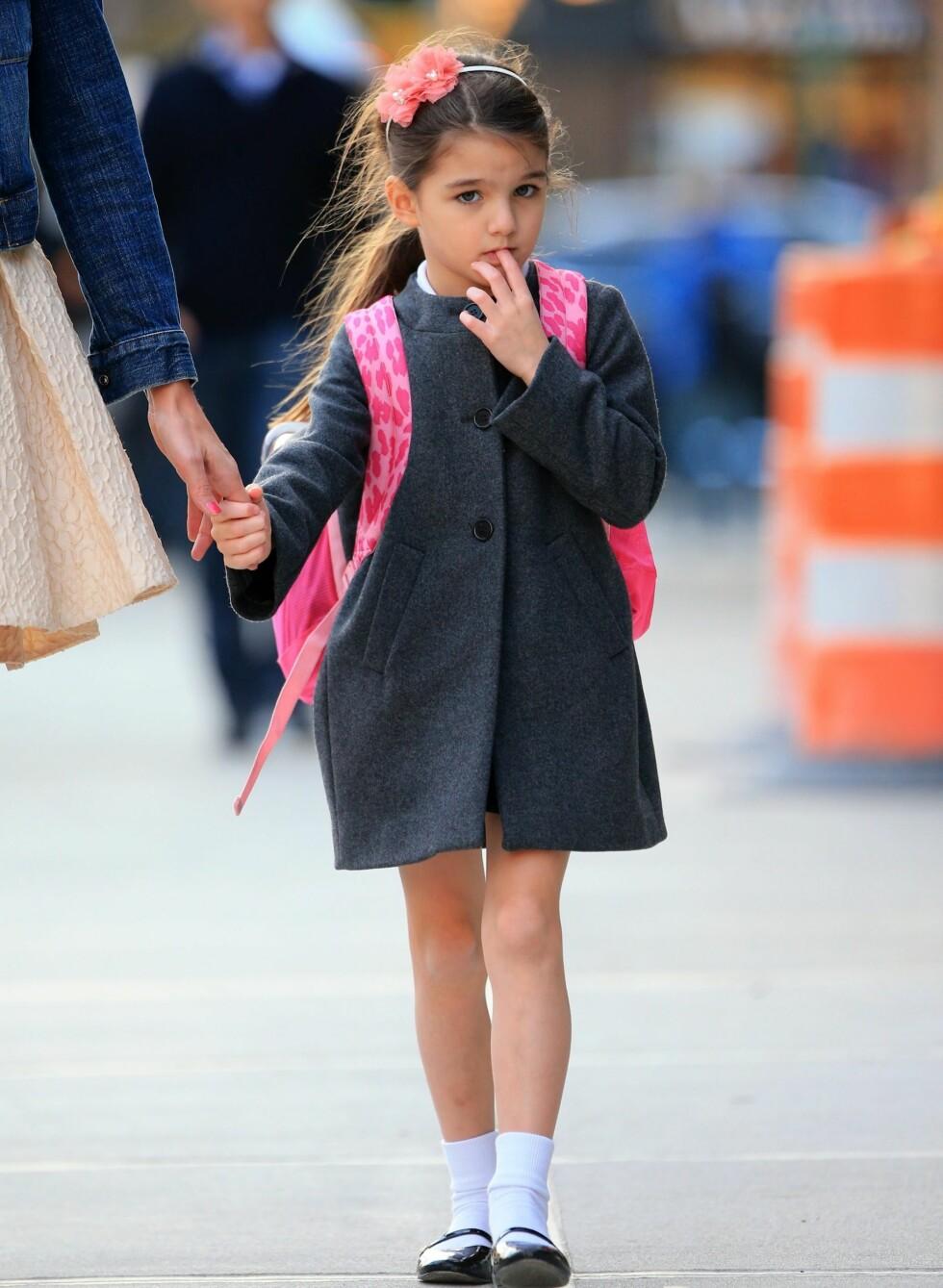 NYLIG: Suri Cruise går hjem fra skolen i New York. En liten Gossip Girl. Foto: All Over Press