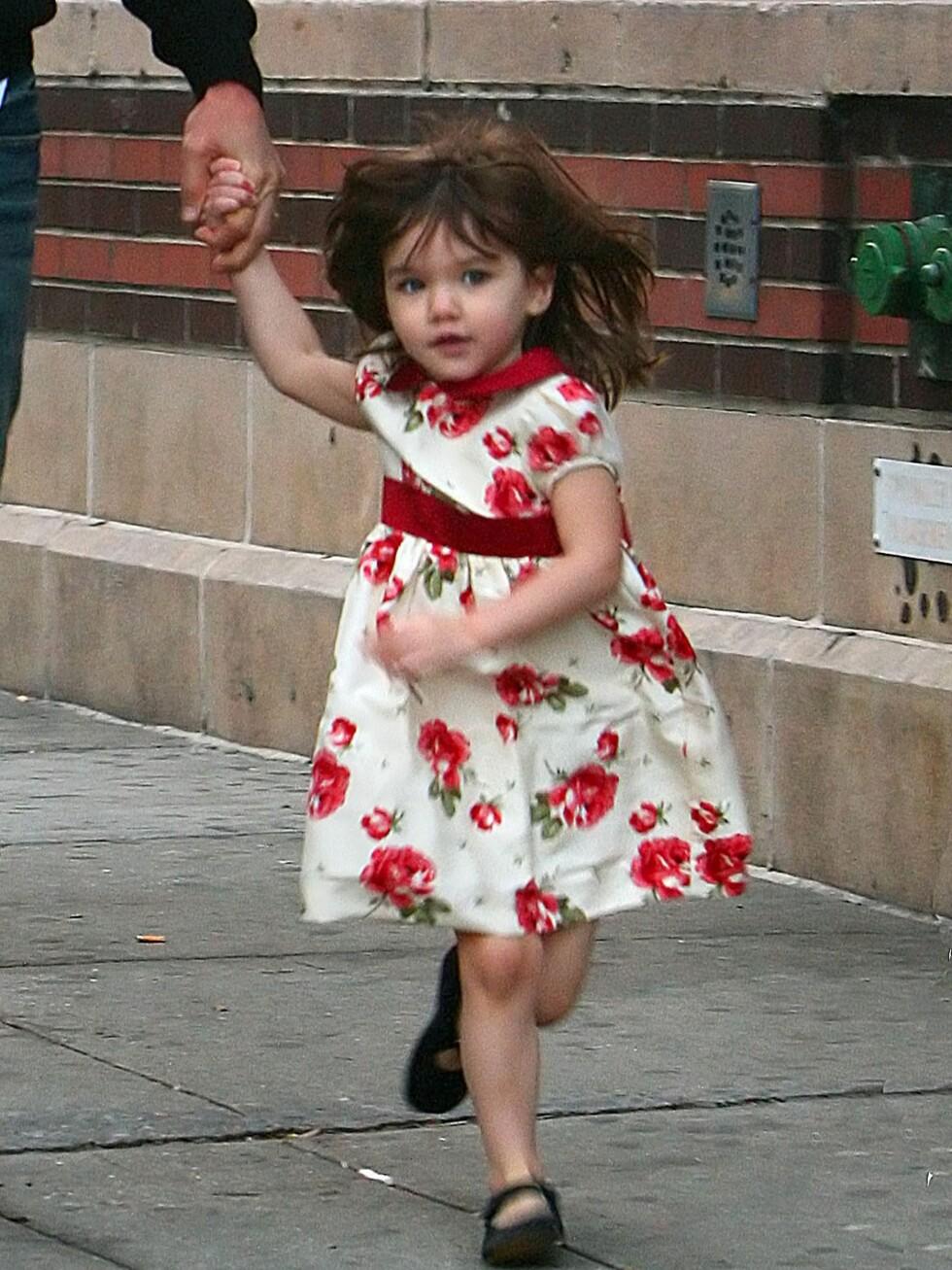 Nydelig kjole og fine Mary-Janes. Suri har alltid tatt seg bra ut. Foto: All Over Press