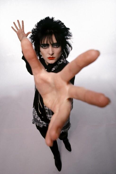 <strong>PØNK:</strong> Siouxsie Sioux var et stort ikon på 80-tallet. Hennes sminkestil er på vei tilbake i motebildet.  Foto: All Over Press
