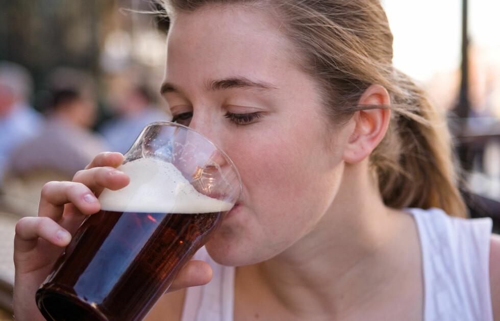 POSITIV INNVIRKNING PÅ UTHOLDENHET?: Ny forskning tyder på at et moderat alkoholinntak (én til to pils) dagen før en tøff treningsøkt, kan ha en positiv innvirkning på utholdenhet - men kun blant kvinner.  Foto: www.jupiterimages.com