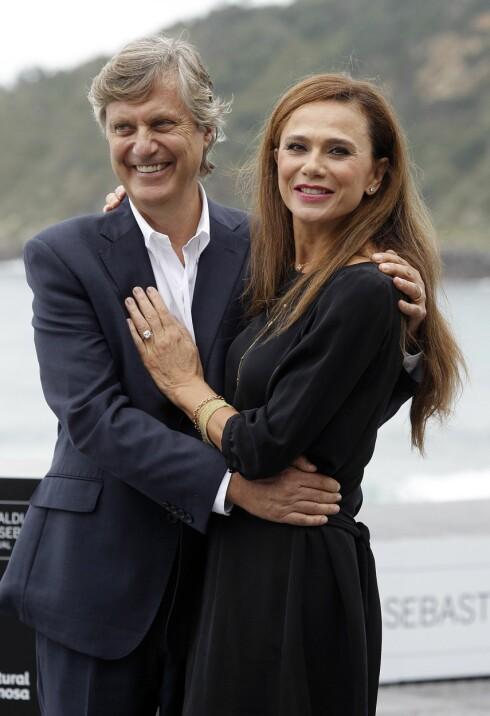 Lasse Hallström og Lena Olin - ektepar og kolleger, bildet er tatt tidligere i høst i forbindelse med premiere på Hypnotisøren.  Foto: All Over Press