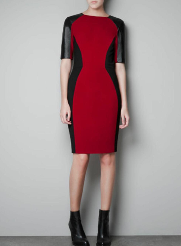 Rød kjole med svarte partier nedover langs siden. 799 kroner, Zara.no.  Foto: Produsenten