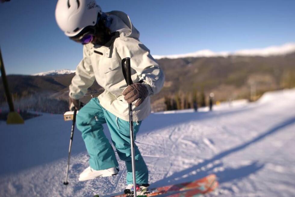 <strong>FORTSATT BAGGY OG FARGERIKT:</strong> Ifølge Abry er farger fortsatt trendy på skiklær, dog i litt mer nedtonede varianter, fremfor neon, som lenge har vært stort.  Foto: Micahel Neumann/Sweet Protection