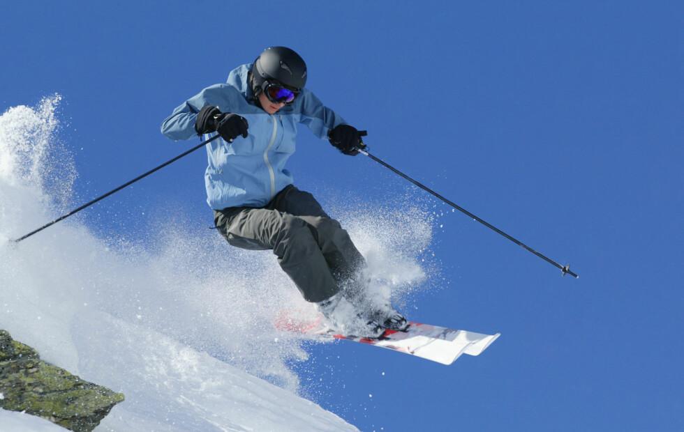 <strong>HOLD DEG VARM:</strong> Det viktigste når du skal ut på ski eller snowboard er at du har på deg klær som holder deg varm og tørr hele dagen. Tips til hva du bør se etter når det gjelder bukse og jakke finner du lenger nede i denne saken! Foto: Thinkstocck