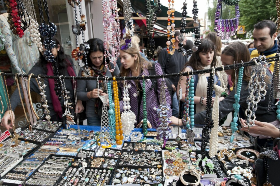 PORTOBELLO ROAD MARKET: Smykker og skatter i lange baner. Foto: All Over Press
