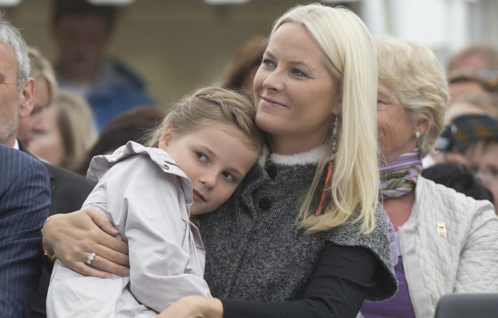 GJØR SOM MAMMA: Prinsesse Ingrid Alexandra donerer klærne sine til Bloppis.no.  Foto: All Over Press