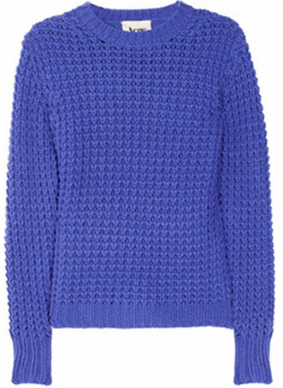 Kongeblå strikkegenser fra Acne (kr 2030/u frakt, Net-a-porter.com). Foto: Produsenten