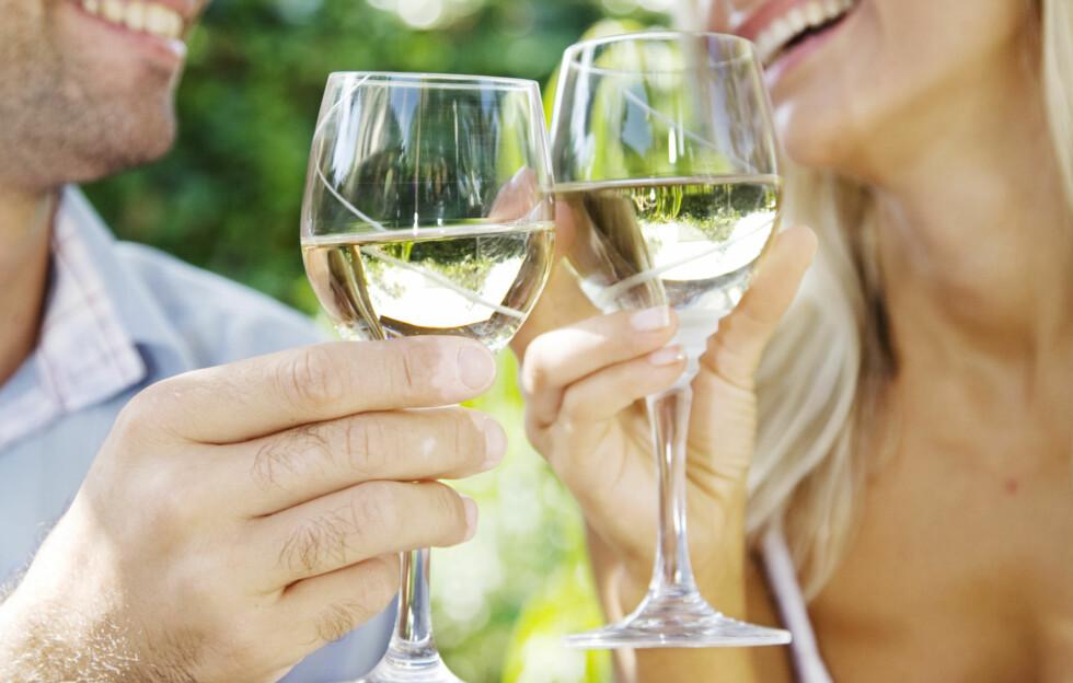 KAN VÆRE MER SKADELIG ENN Å RØYKE: En studie utført av tyske forskere viste at dødsraten blant kvinnene som var diagnostisert med alkoholisme var 4,6 ganger så stor, som kvinnene som ikke drakk så mye.  Foto: Thinkstock.com