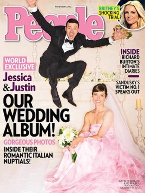 ROSA DRØM: Her er det første bildet av paret, som viser Biel i en rosa drøm av en brudekjole designet av Giambattista Valli.  Foto: Faksimile People Magazine