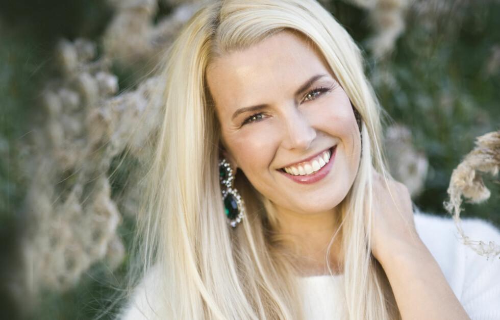 MISTET DE LANGE LOKKENE: TV-profil Vibeke Klemetsen snakker ut i KK om hvordan det var da hun mistet det blonde håret sitt. Foto: Charlotte Spetalen