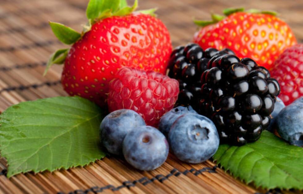 BÆR ER ANTIOKSIDANTBOMBER: Flere type bær er svært gode kilder til antioksidanter, som bjørnebær, jordbær, tranebær og blåbær (illustrasjonsfoto).   Foto: Thinkstock.com