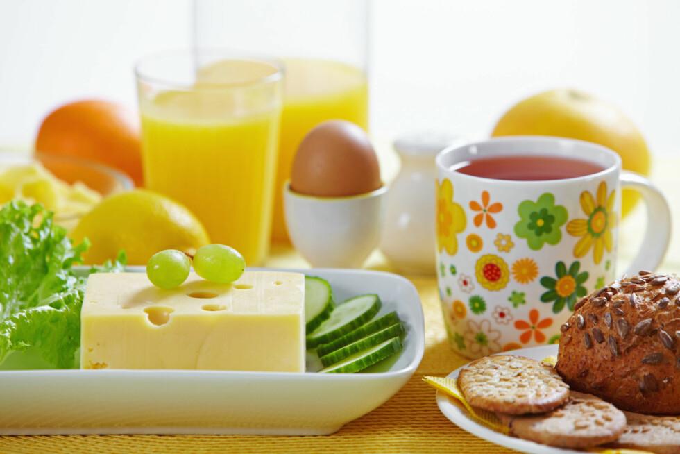 HUSK Å SPISE FROKOST: Studier viser blant annet at en god frokost kan øke hukommelsen og ferdighetene til skolebarn gjennom hele dagen. Foto: Colourbox