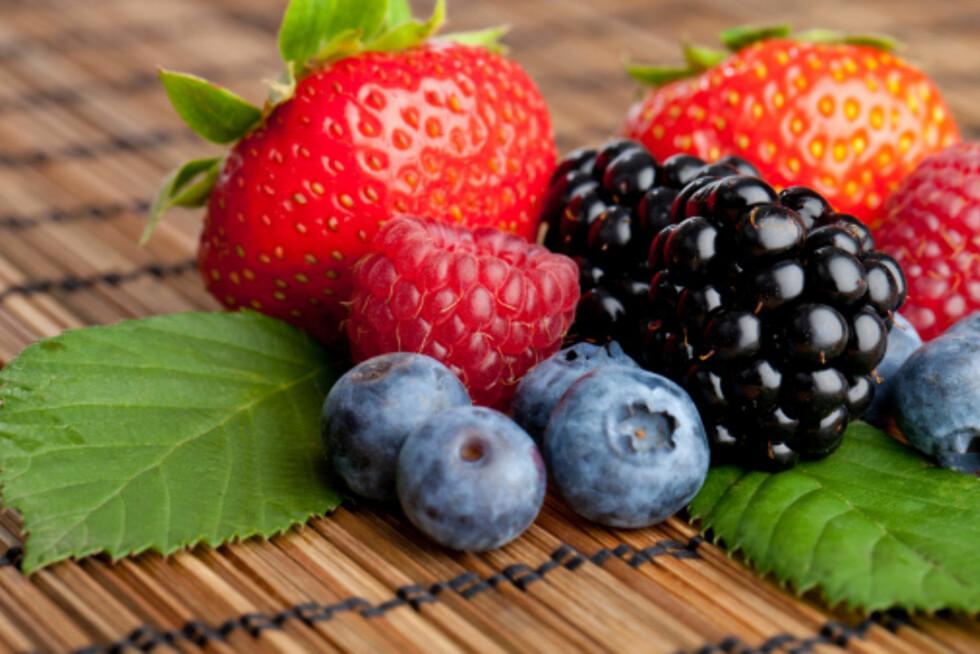 BRA FOR HJERNEN: Studier viser at det høye innholdet av antioksidanter i bær, kan bidra til å forebygge aldersrelaterte sykdommer som rammer hjernen. Foto: Thinkstock.com