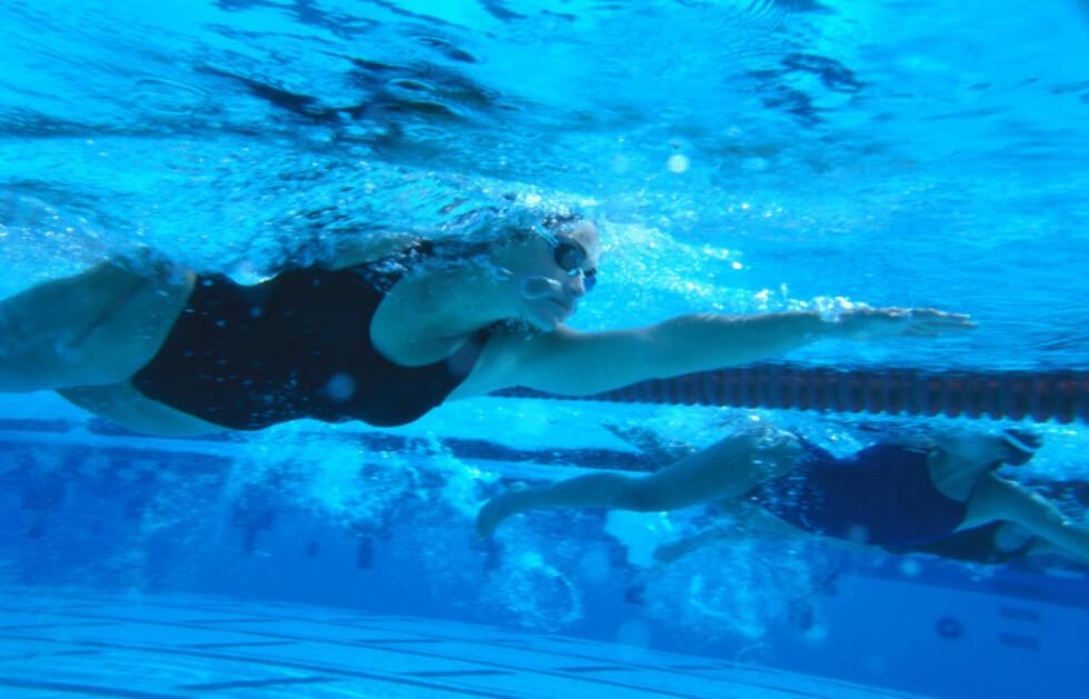 IKKE BEST FOR VEKTREDUKSJON: Ifølge KK-ekspert Ina Garthe er ikke svømming den beste treningen dersom du ønsker å gå ned i vekt, da det øker appetitten din.  Foto: Getty Images