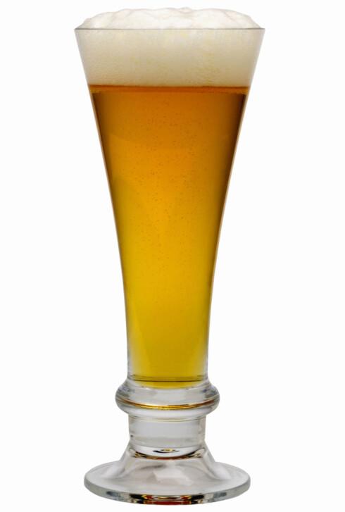 FÅR DEG TIL Å DRIKKE MER: Det viser seg at slike ølglass vil bidra til at du drikker raskere, og derfor ofte mer i løpet av en kveld.  Foto: Getty Images