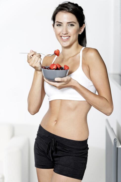 RIKTIG NÆRING: Det er viktig å få i seg riktig næring for å få maks ut av treningsøktene dine. Særlig hvis du trener hardt og ofte.  Foto: Getty Images/iStockphoto