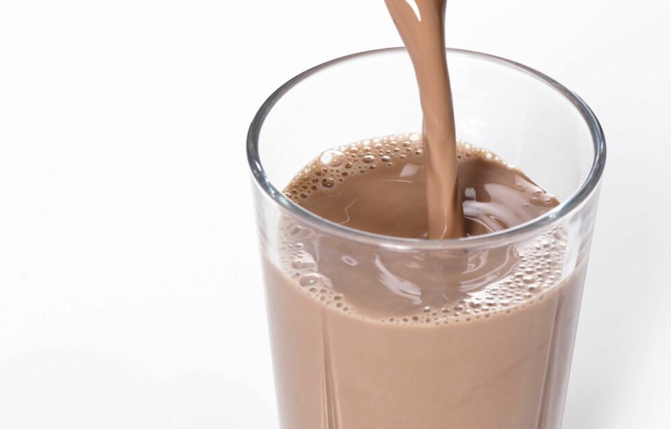 RESTITUSJONSDRIKK: Dersom du ønsker best effekt av tunge styrkeøkter, anbefaler Ina Garthe at du for eksempel drikker sjokolademelk før du går i dusjen på treningssenteret, etter økten.