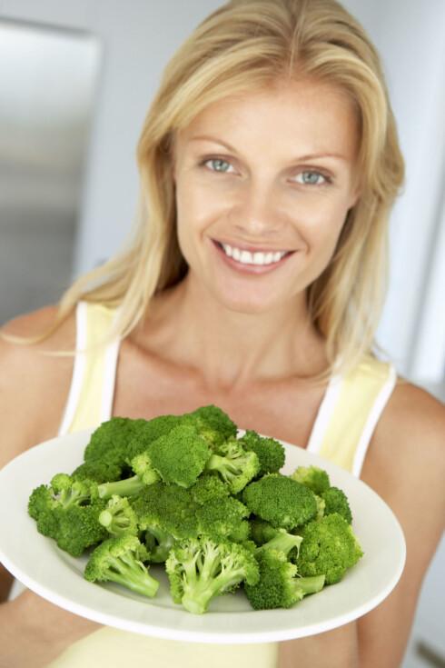 UNNGÅ RÅ BROKKOLI: Det er tøffest for magen. Foto: Colourbox.com