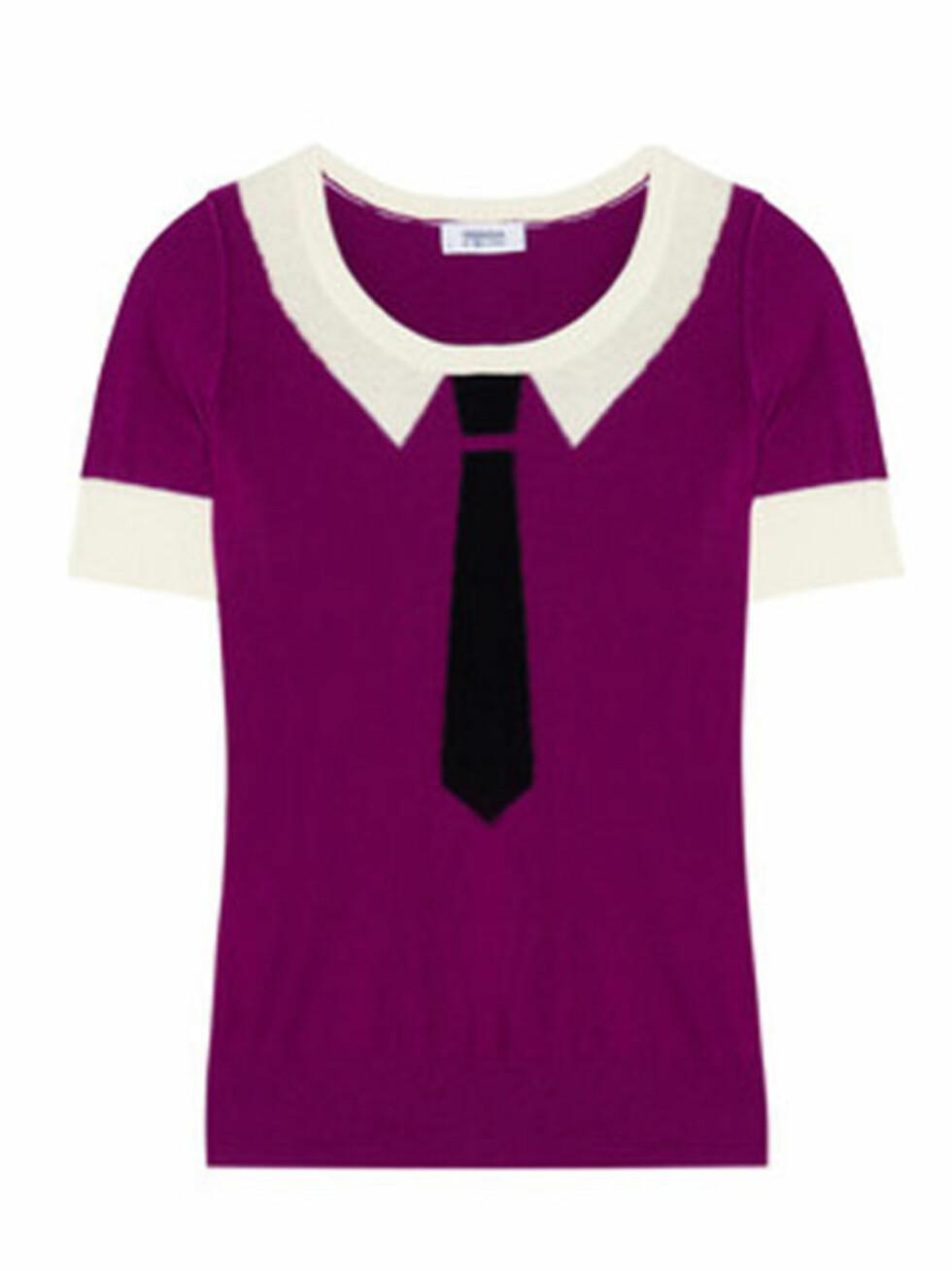 T-skjorte med slips og krage fra Sonia By Sonia Rykiel (kr 2.250, Net-a-Porter.com).  Foto: Produsenten
