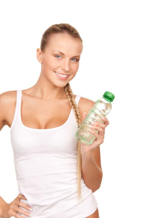 NOK VANN: Nok væske er også helt essensiellt for å kunne yte maks under treningsøkten din. Og jo lengre du trener - jo mer vann trenger du.