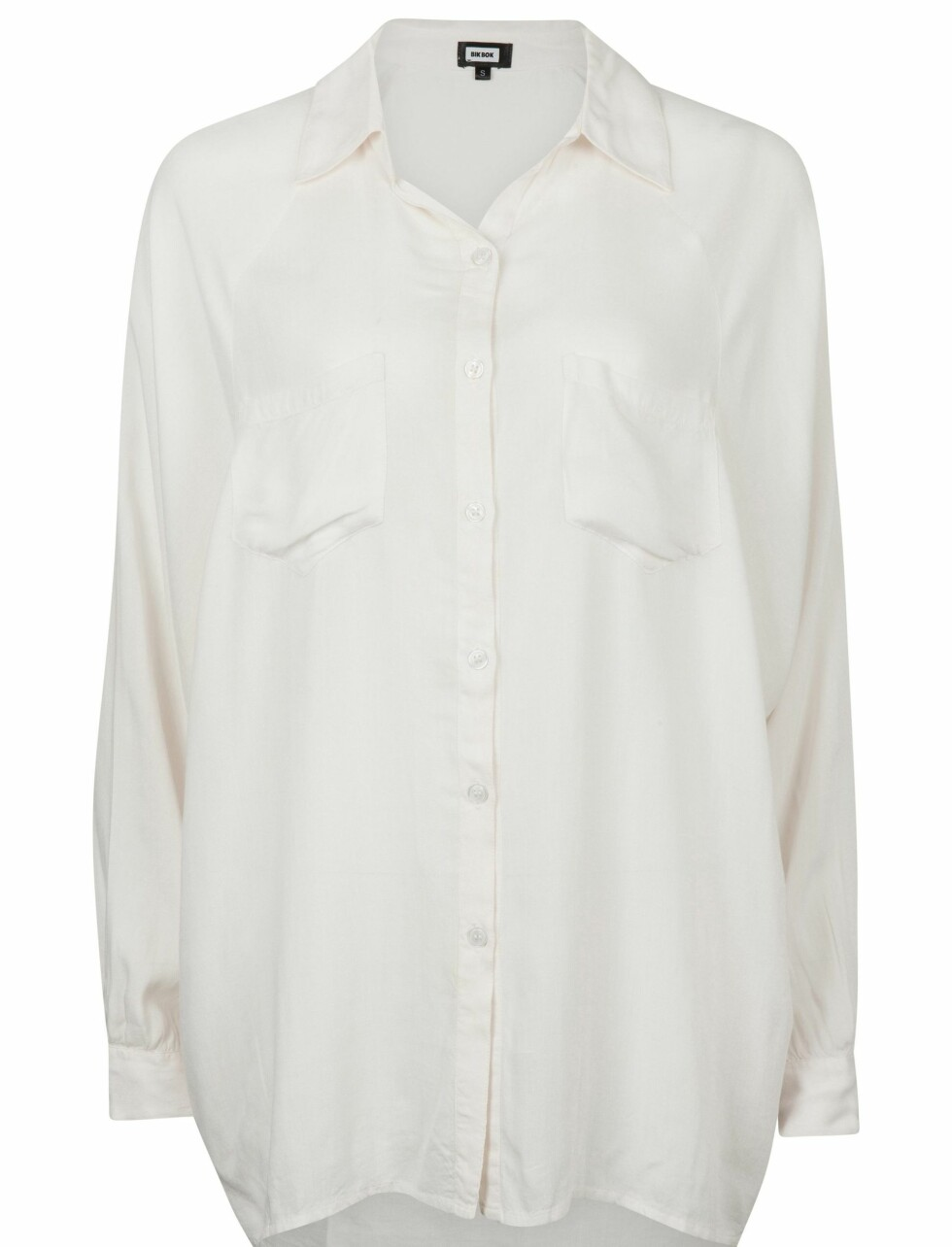 Oversized skjorte (kr 250, Bik Bok). Foto: Produsenten