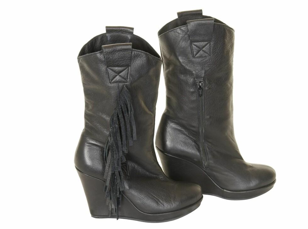 Boots med frynser (kr 2600, Munthe plus Simonsen).Fun fact: Disse har hele tre av KKs motejournalister skaffet seg! Foto: Produsenten