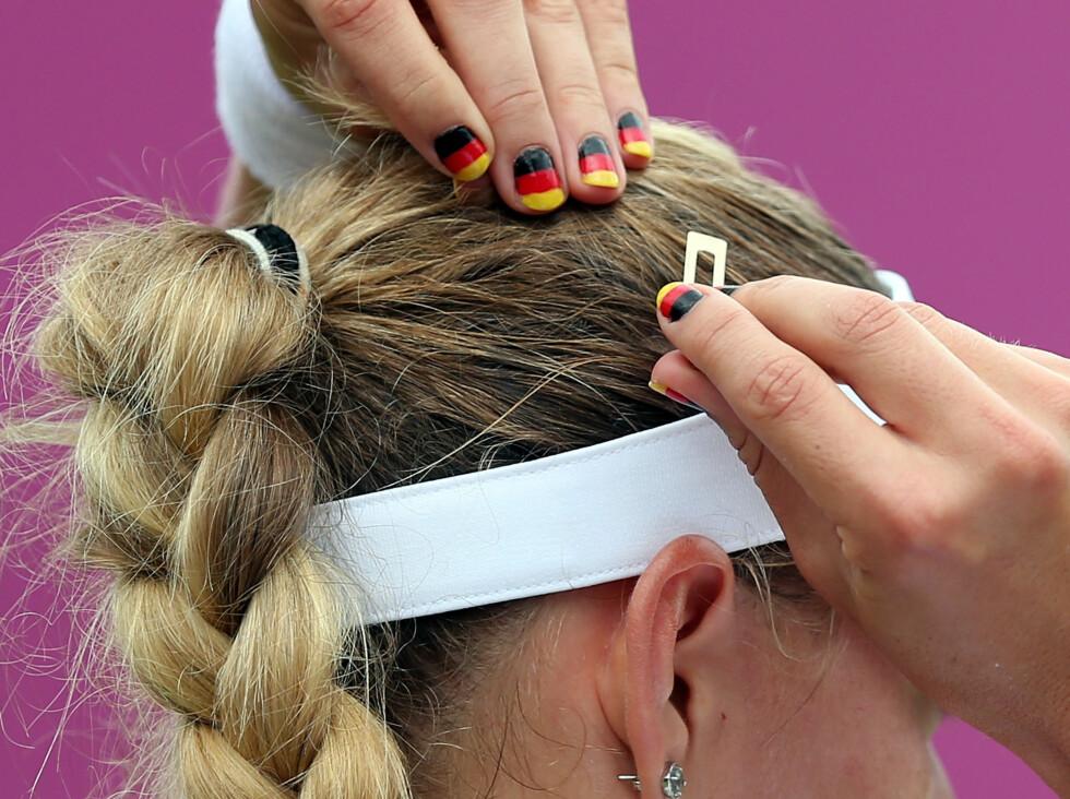 TENNIS: Tyske Angelique Kerber har fått det tyske flagget på neglene før mesterskapets kamper.  Foto: All Over Press