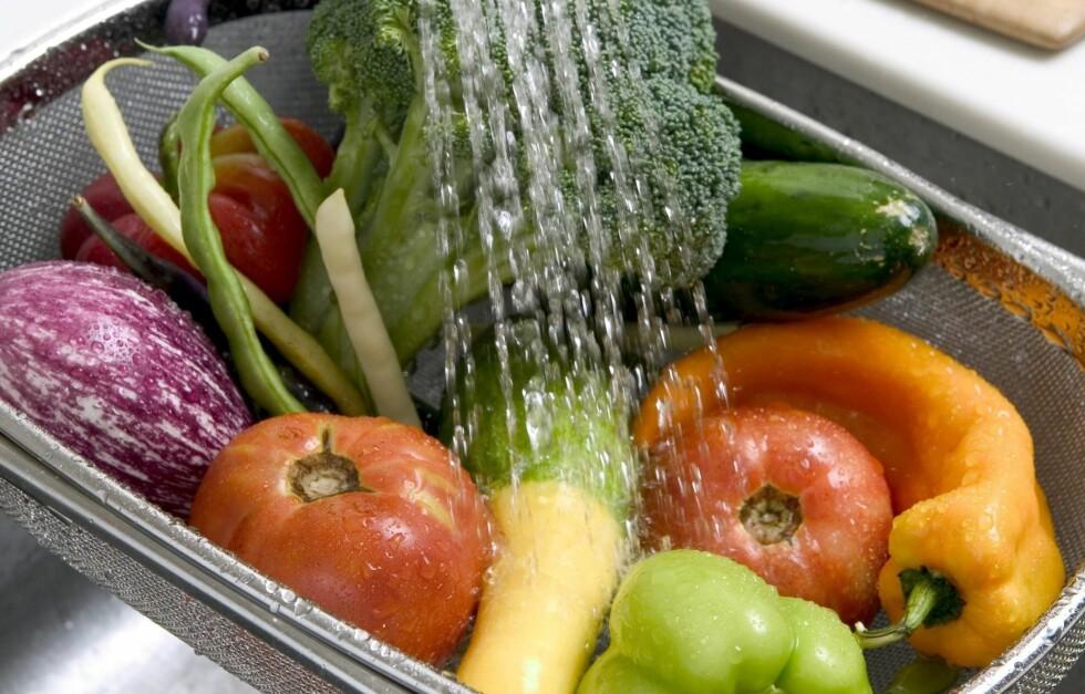 FRYS NED FERSKE GRØNNSAKER: Ja, du kan fryse ned grønnsakene du kjøper i grønnsaksdisken fremfor å kaste dem. Trikset er å blanchere dem først. Da beholder du både farge, smak og næringsinnhold.