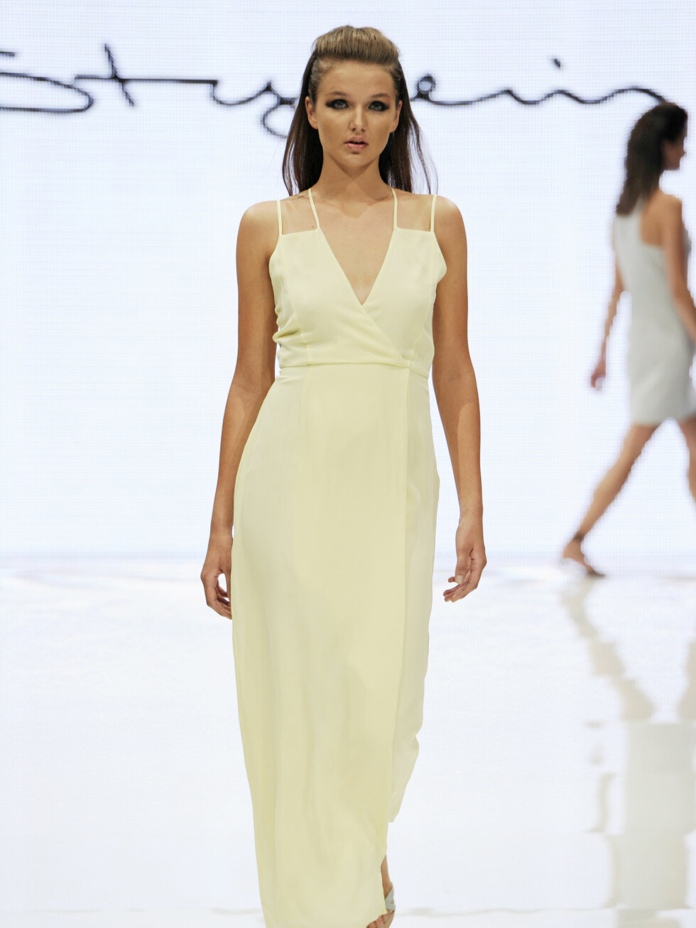 STYLEIN: Søt sommerkjole med minimalistisk snitt.  Foto: CFW