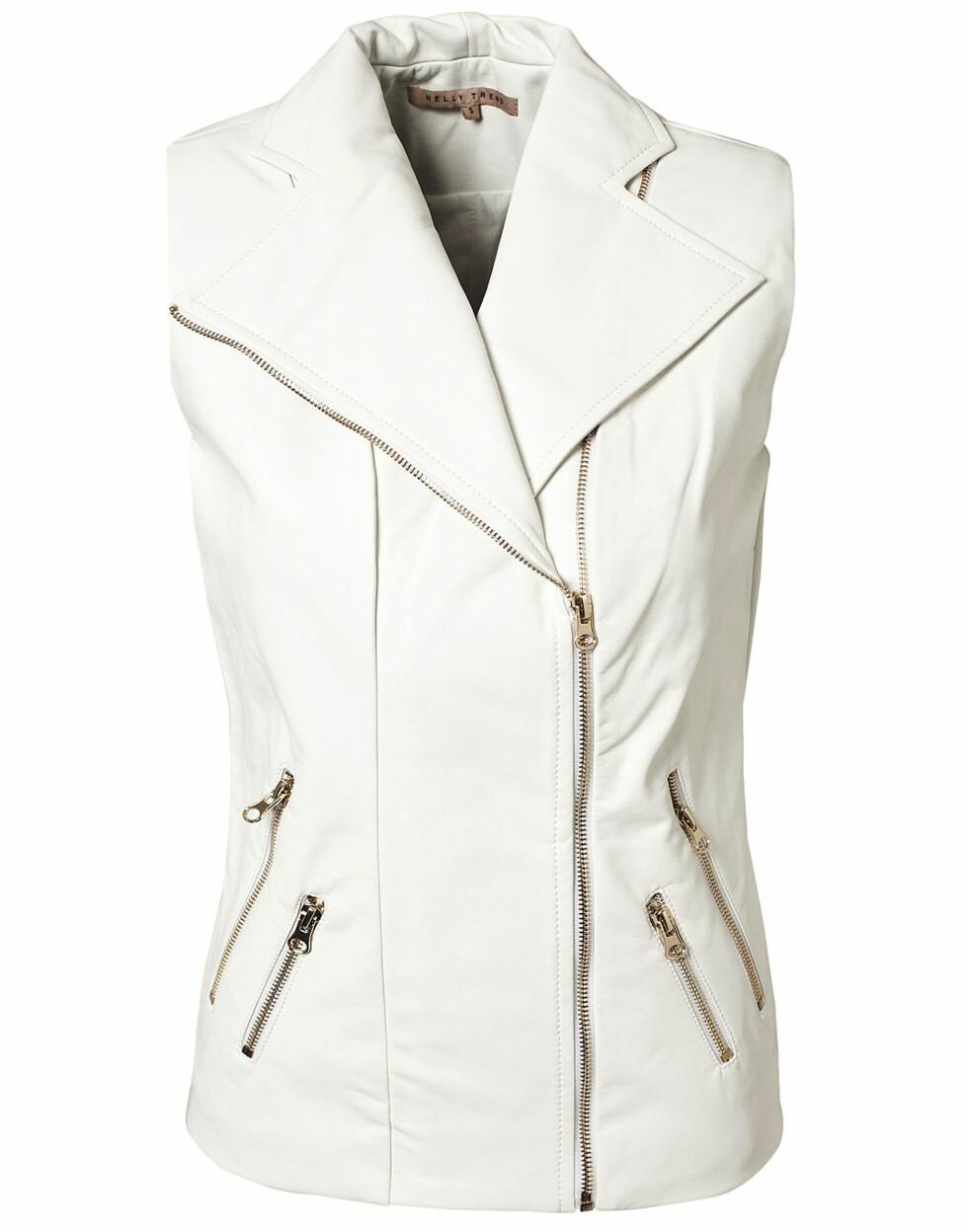 Hvit vest (kr 500, Nelly Trend/nelly.com). Foto: Produsenten