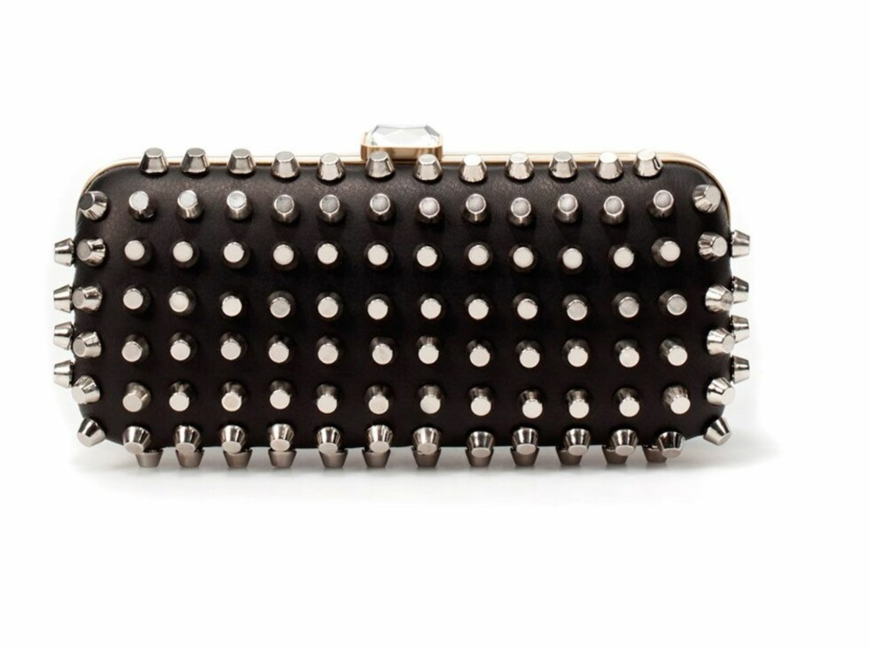 Clutch med nagler (kr 680, Zara). Foto: Produsenten