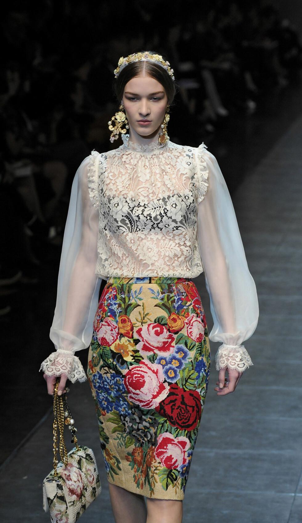 Blomstertrenden er minst like hot til høsten. Skjørt fra Dolce & Gabbana. Foto: All Over Press
