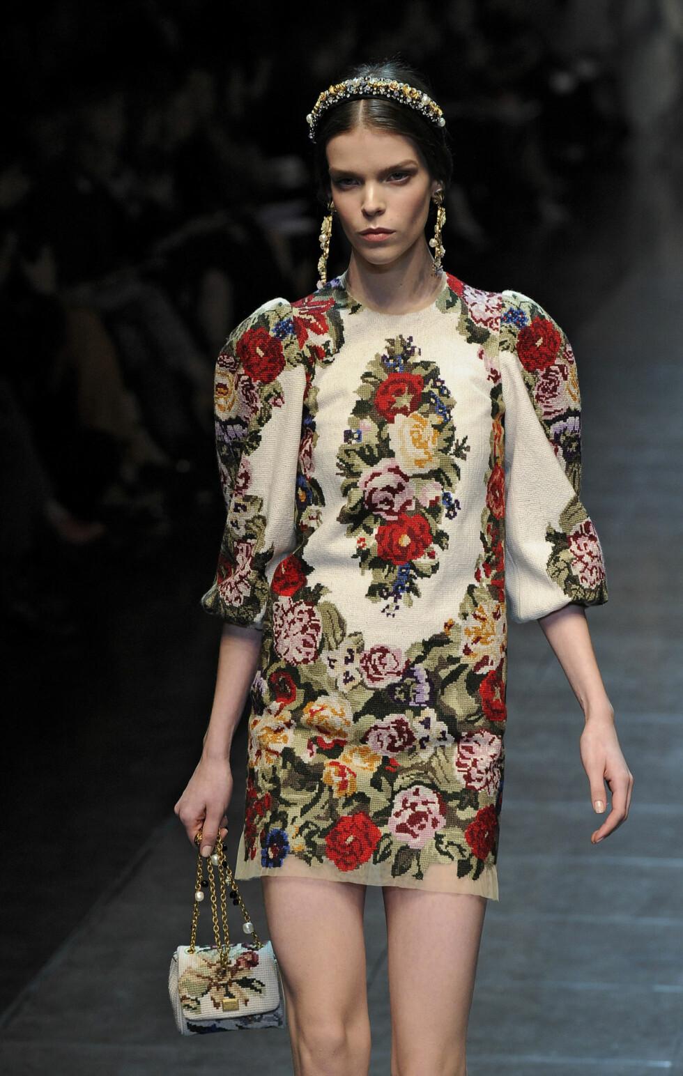 Kjolen som kan få enhver til å begynne med brodering. Blomsterdrøm fra Dolce & Gabbana.  Foto: All Over Press