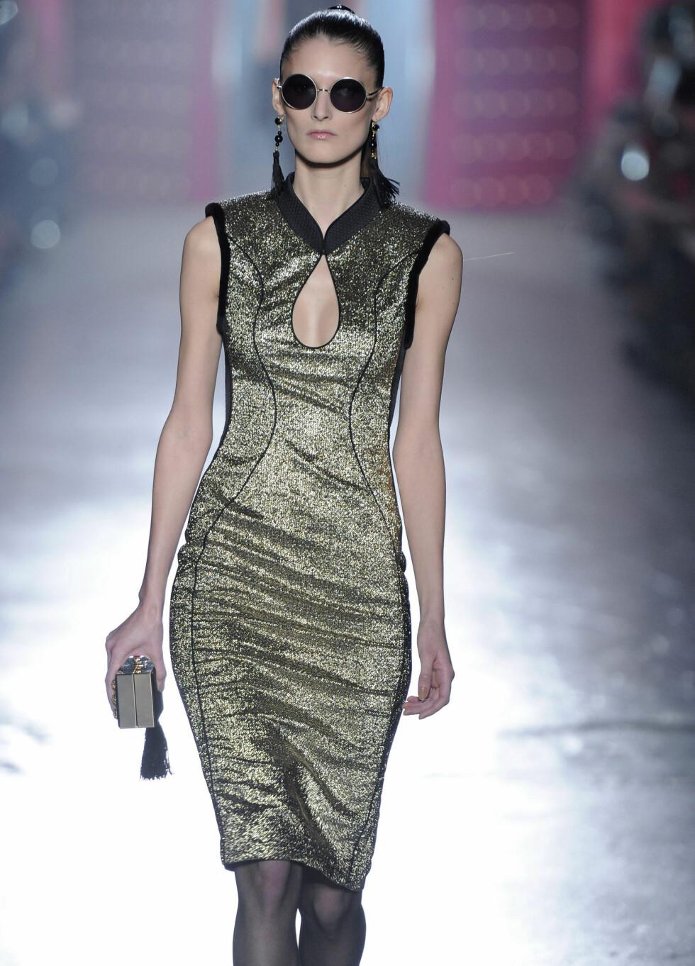 Jason Wu har gått for et futuristisk og ettersittende kjole. Foto: All Over Press