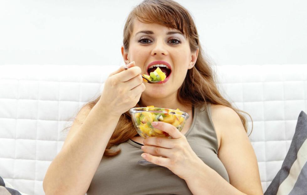 """VÆR OBS PÅ INNTAKET: Ja, du kan faktisk legge på deg av å spise mye frukt og grønnsaker, særlig frukt. """"Fem om dagen"""" er derfor det absolutt beste rådet du kan følge.  Foto: Getty Images/iStockphoto"""