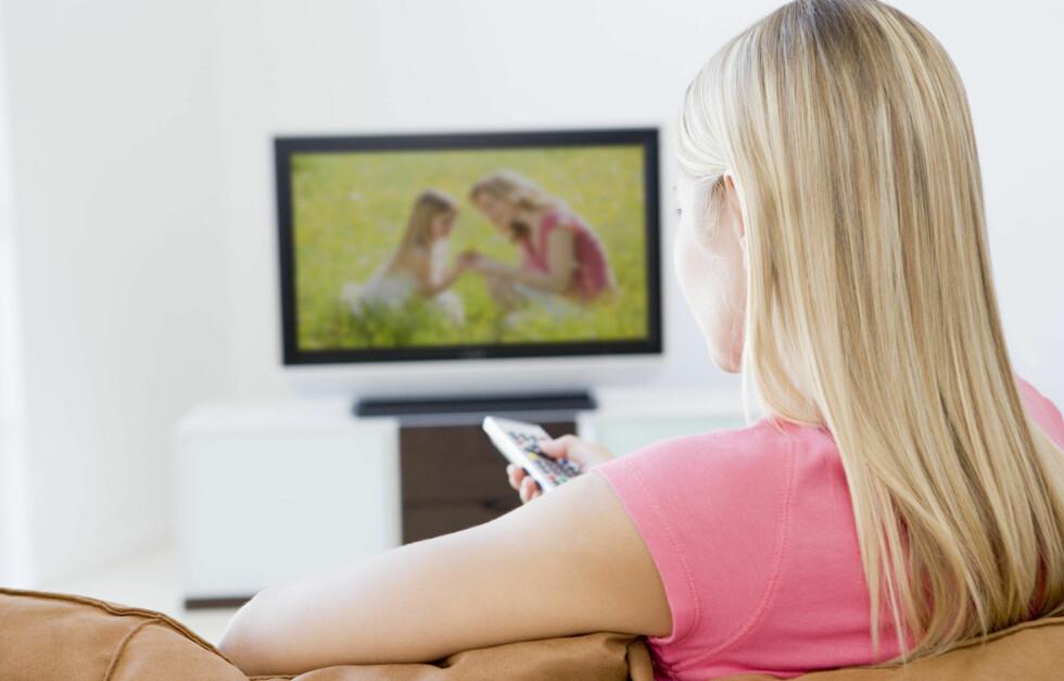 KOM DEG OPP FRA SOFAKROKEN: For mange timer stillesittende hver dag gir mindre tid for aktivitet, og øker risikoen for en rekke sykdommer.  Foto: Colourbox.com