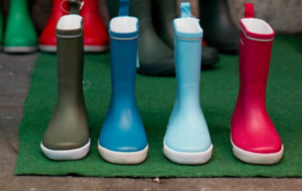 FARGERIK TREND: Gummistøvelprodusenten Tretorn satser kraftig på farger i sommer. Her er noen av støvlene deres. Se flere farger og priser i bildekarusellen lenger ned i saken. Foto: Erik Five / Tretorn