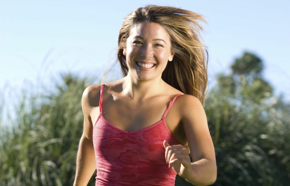 LETTERE UTE: For den mentale helsen er en joggetur utendørs dobbelt så bra som en tur på treningssenteret, ifølge skotske forskere.  Foto: Thinkstock