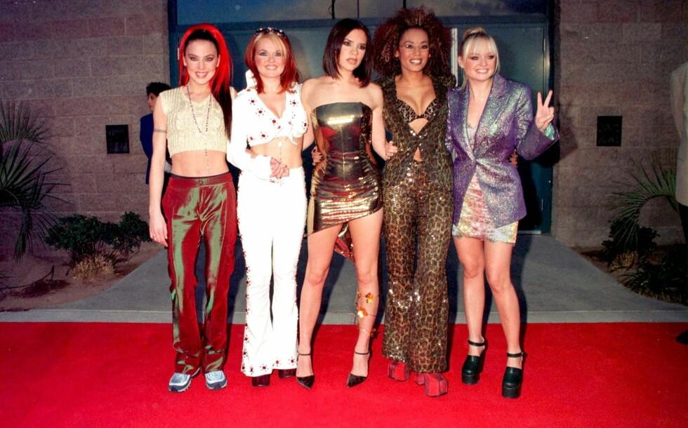 SLIK VAR VI VANT TIL Å SE DEM: Spice Girls var ikke redd for å vise hud og hadde ofte dype utringninger og bare mager.  Foto: All Over Press