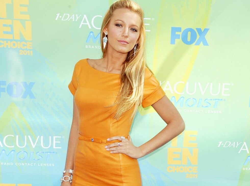 <strong>- SPENNENDE FARGEVALG:</strong> Gossip Girl-stjernen valgte en klassisk kjole i en vågal farge på den røde løperen til Teen Choice Awards. Trendtoppens brukere elsker det. Foto: All Over Press