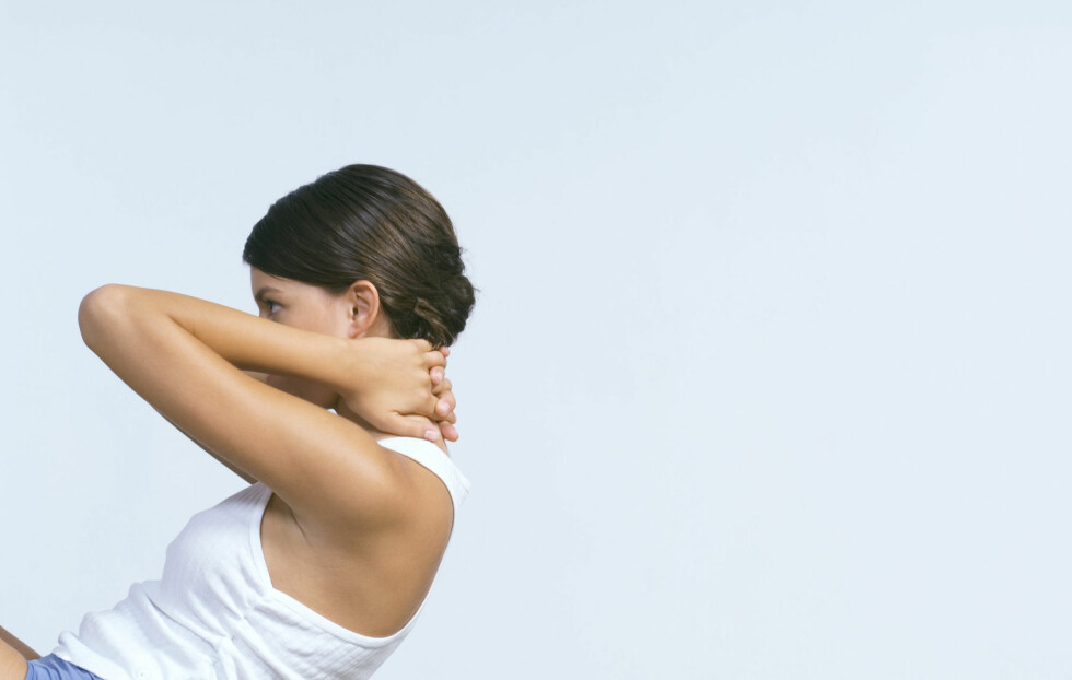 GLEM DENNE: Situps er ikke en effektiv måte å få sterkere mage. Foto: Milena Boniek / PhotoAlto