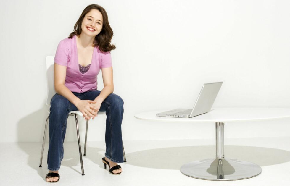 ØKER RISIKO FOR SYKDOM: Er du kvinne og sitter opp mot 41 timer i uken, øker risikoen for blodpropp betraktelig.  Foto: thinkstock