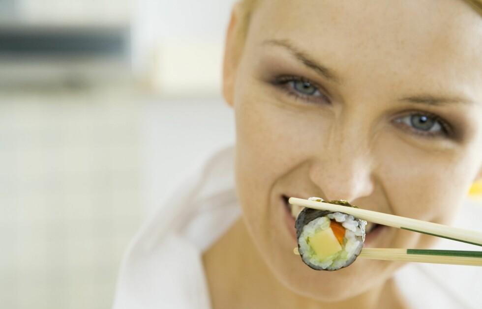 HIV INNPÅ: Makibiten er rullet i tang. Jippi, en unnskyldning for å spise mer sushi! Foto: Colourbox