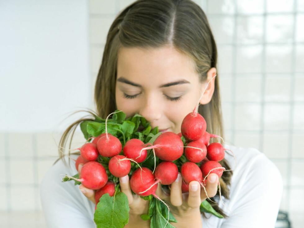 GJØR SMÅ OG ENKLE FORANDRINGER: Du trenger ikke sulte deg for å gå ned i vekt. Finn heller noen små foradringer du kan leve med, og gjør dem til en del av hverdagen.  Foto: Colourbox.com