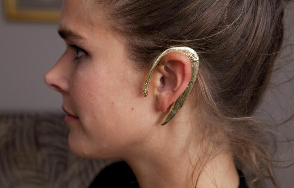 GLEM ØREDOBBER: Bjørg Jewellery smykket Veronica B. Vallenes' visning, og denne ørepynten la vi spesielt merke til.  Foto: Per Ervland