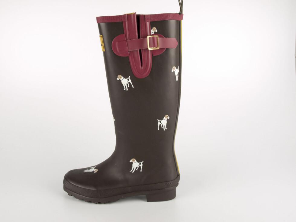 Svarte Tom Joule-støvler med rød detaljer og hundemønster, kr 649. Foto: Produsenten