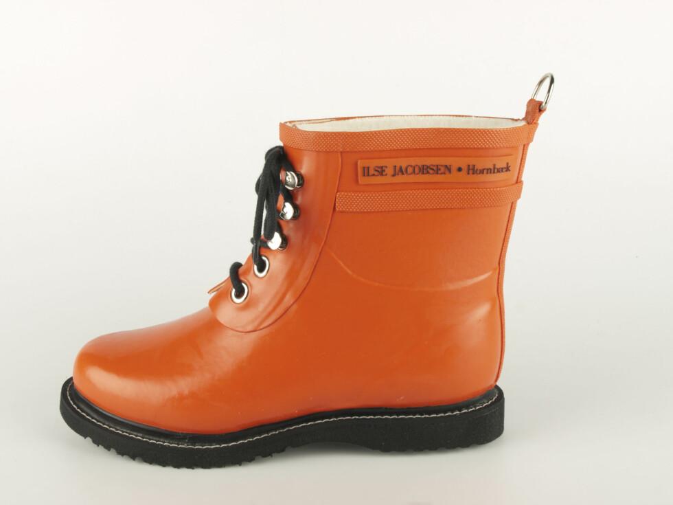 Lave, oransje støvler med knytting fra Ilse Jacobsen, kr 1049. Foto: Produsenten